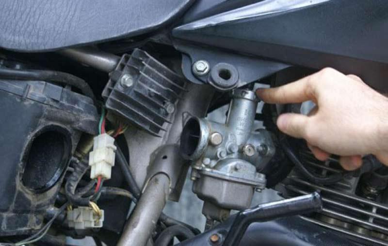 فلوت کردن بنزین در کاربراتور موتورسیکلت
