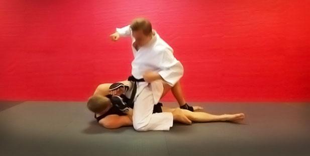 http://cdn.karatebyjesse.com/wp-content/uploads/mma_oliver_jesse_enkamp_8.jpg