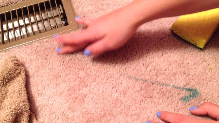 پاک کردن لاک از روی فرش