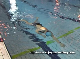 A swimmer practicing a the under switch drill