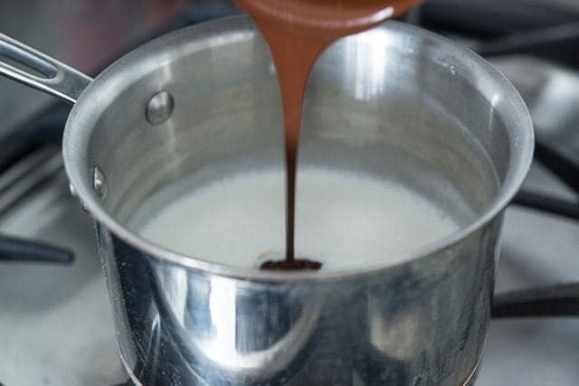 Best_Homemade_Hot_Chocolate_Recipe_fifteenspatulas_4.jpg