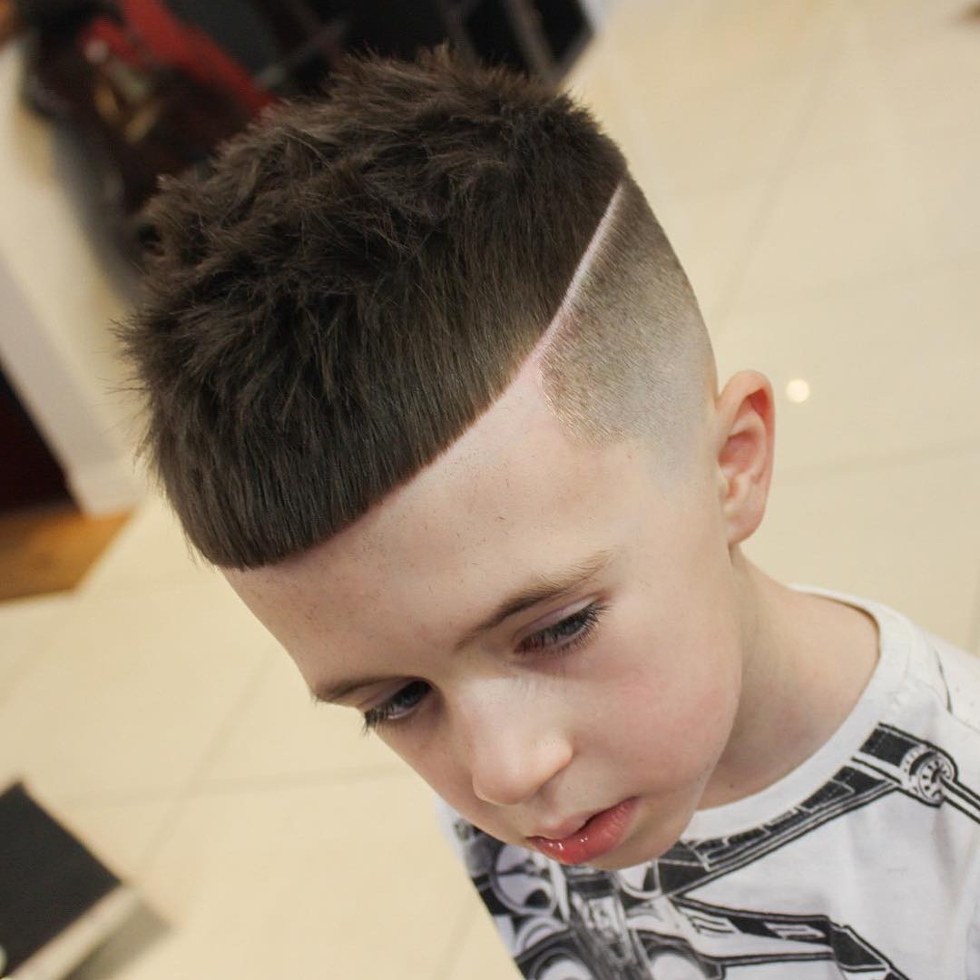 https://www.menshairstyletrends.com/wp-content/uploads/2017/12/chrisbryant93-crop-fade-haircut-for-boys.jpg