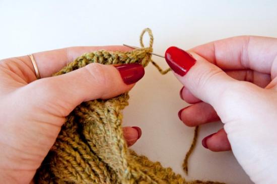 knitting_scarf_ends.jpg