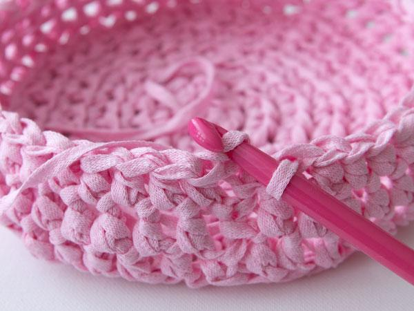 wink-crafttuts-crochet-basket-step11.jpg