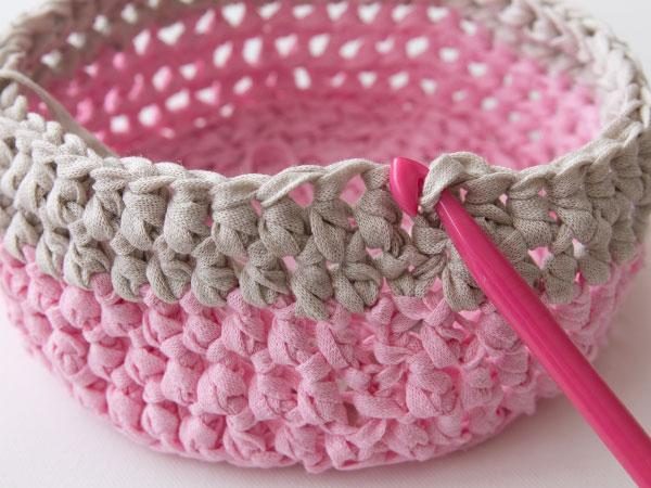 wink-crafttuts-crochet-basket-step13.jpg