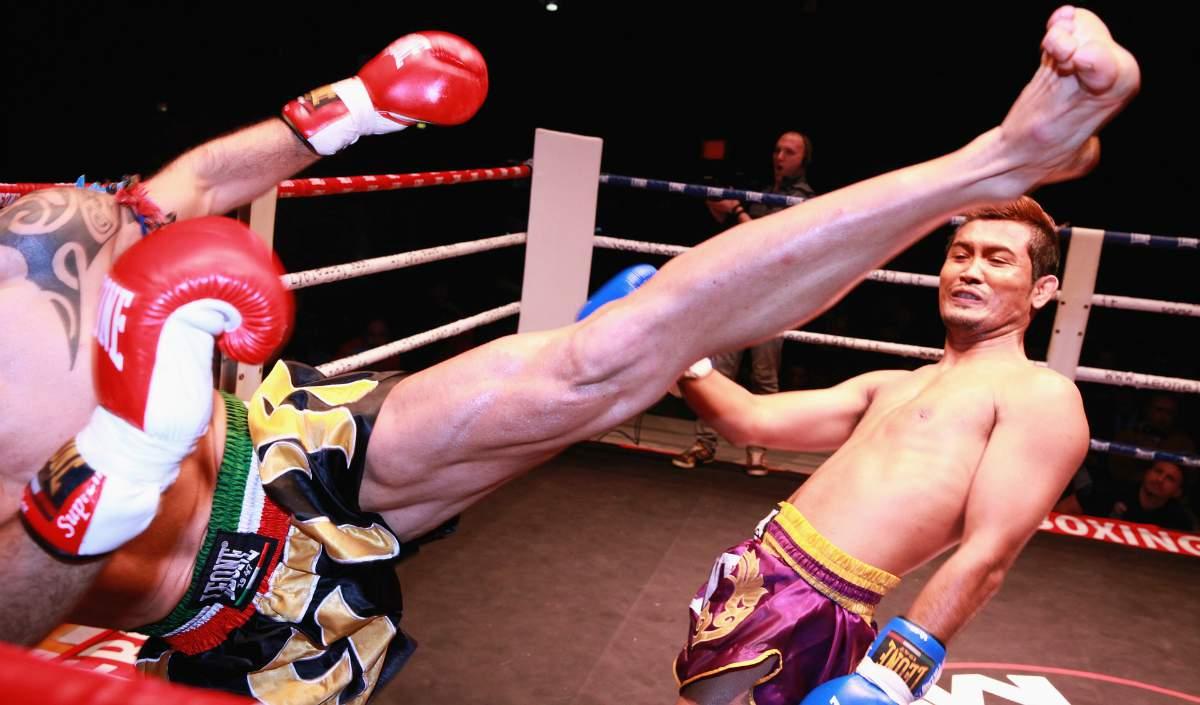 C:\Users\Danei\Desktop\saman joon\axx\football-kick-boxing-combat-gloves-Self-Defense-Martial-Arts-pb.jpg