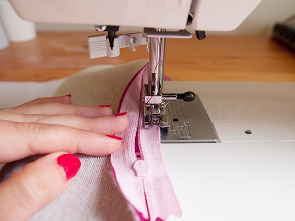 sew-to-zipper-pull.jpg