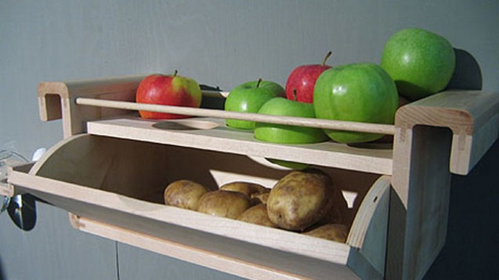 28 Food Storage Hacks - Store apples with potatoes to prevent them from sprouting.