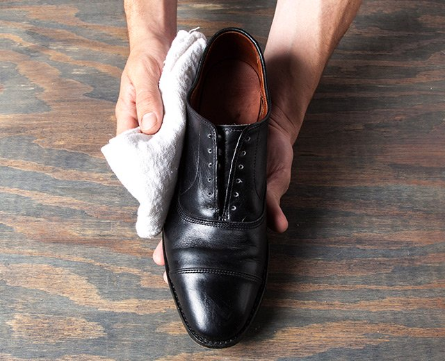 How Shine Your Shoes: Step 3. Wipe your shoes with a clean, dry rag