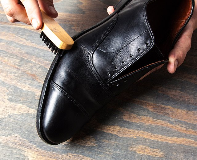 How Shine Your Shoes: Step 5. Apply polish to the welt and heel.