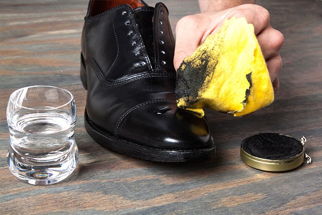 How Shine Your Shoes: Step 8. Part 2.