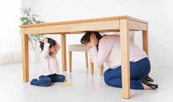 زیر میز رفتن موقع زلزله