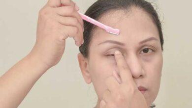 how to use an eyebrow razor