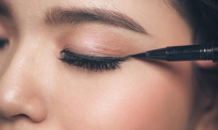 https://www.salonvivan.com/wp-content/uploads/2020/06/Hooded-Eyes-Eyeliner-Tips.jpg