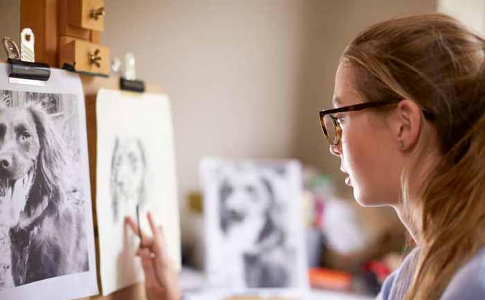 در حال نقاشی