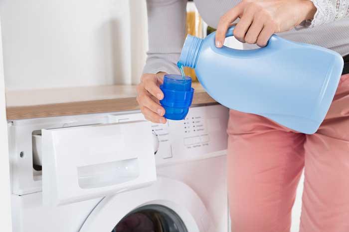 اضافه کردن مایع لباسشویی